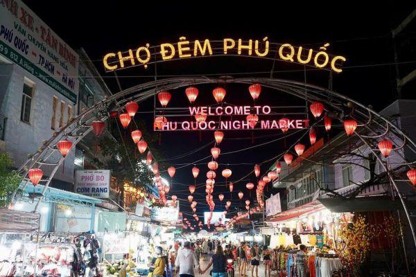 Khung cảnh nhộn nhịp ở chợ đêm Phú Quốc