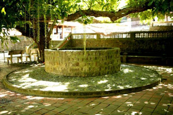 Giếng cổ trong ngôi chùa Song Ngư